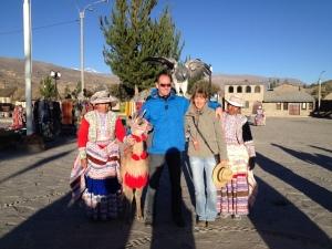 Gruppenfoto mit Adler und Lama