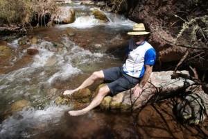 Wasserpflege der geschundenen Wanderfüße